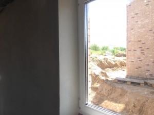 Fensterbereich mit Eckschutzschienen